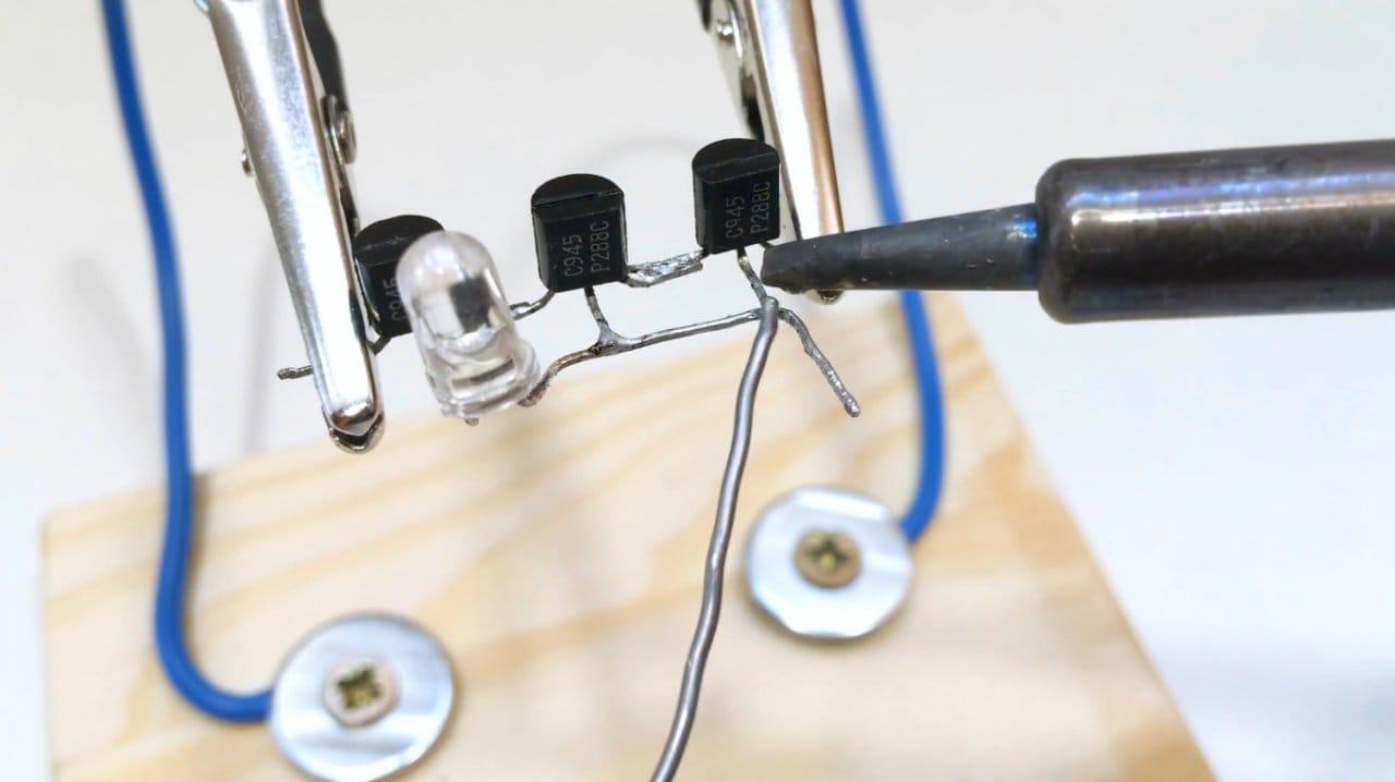 Простейший детектор скрытой проводки своими руками