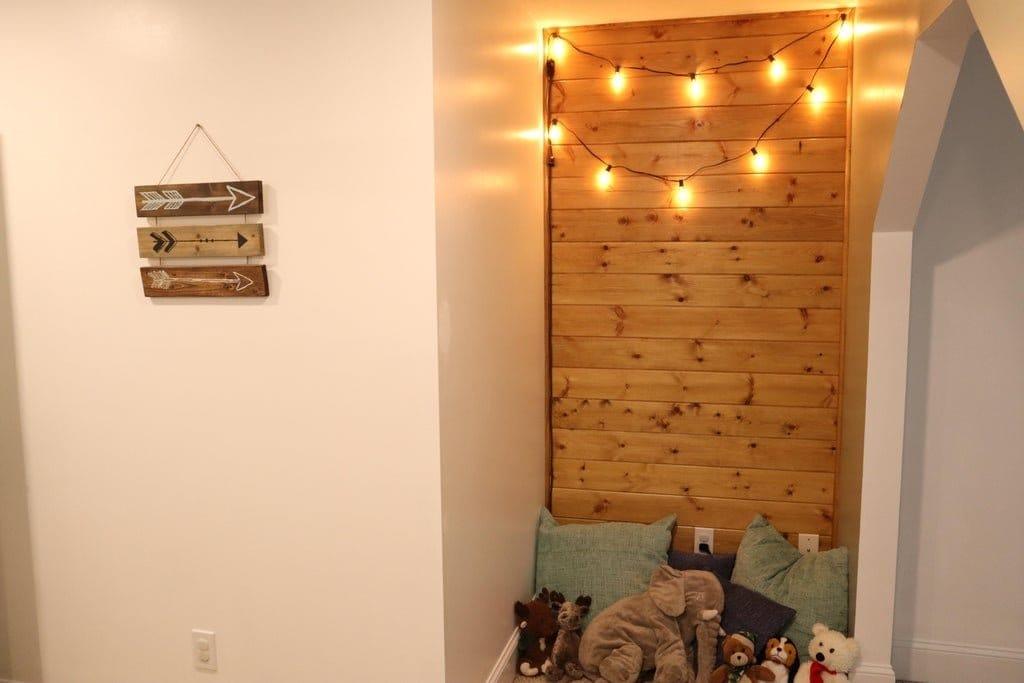 Создаем уютное местечко для чтения из невзрачного угла вашей квартиры
