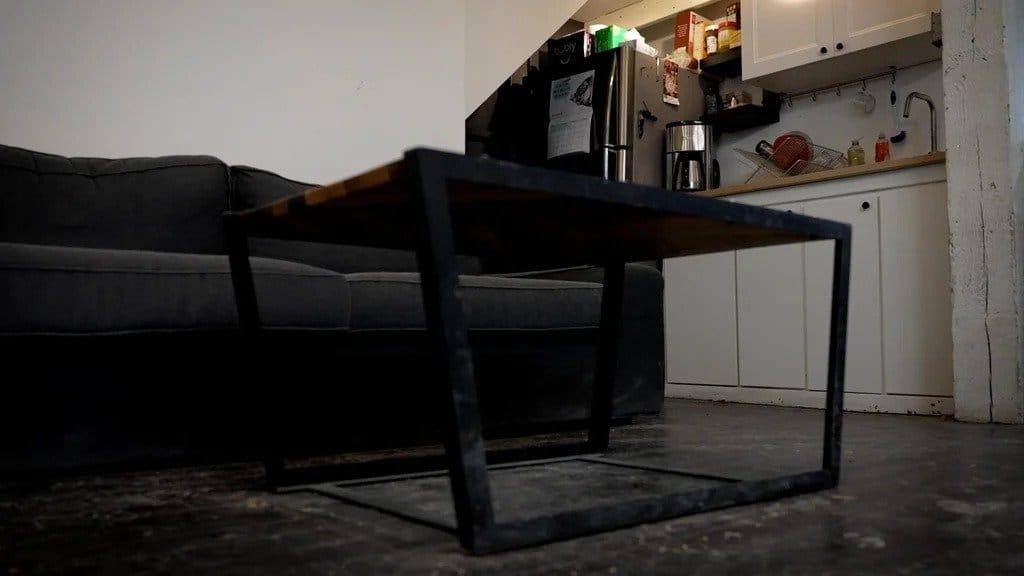 Стол с узором «Елочка»