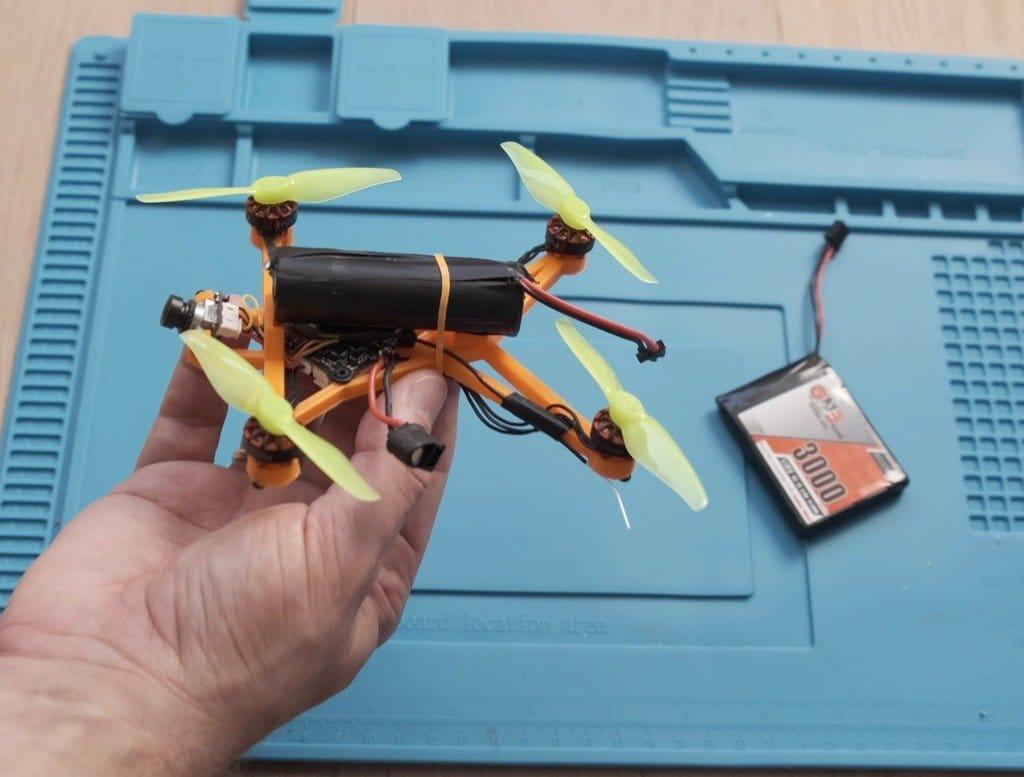 Небольшой дрон с большой дальностью полета