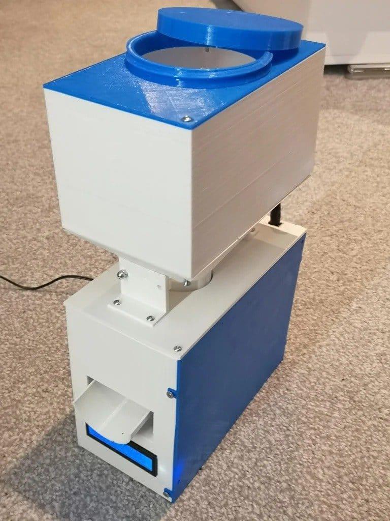 Автоматическая кормушка для домашних животных