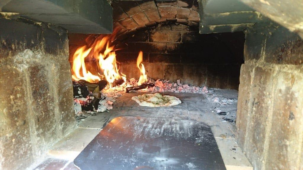 Уличная кирпичная печь для приготовления пиццы и не только