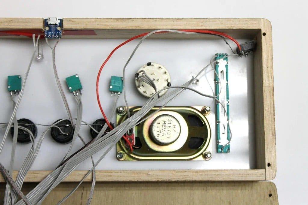 Синтезатор на 555 микросхеме