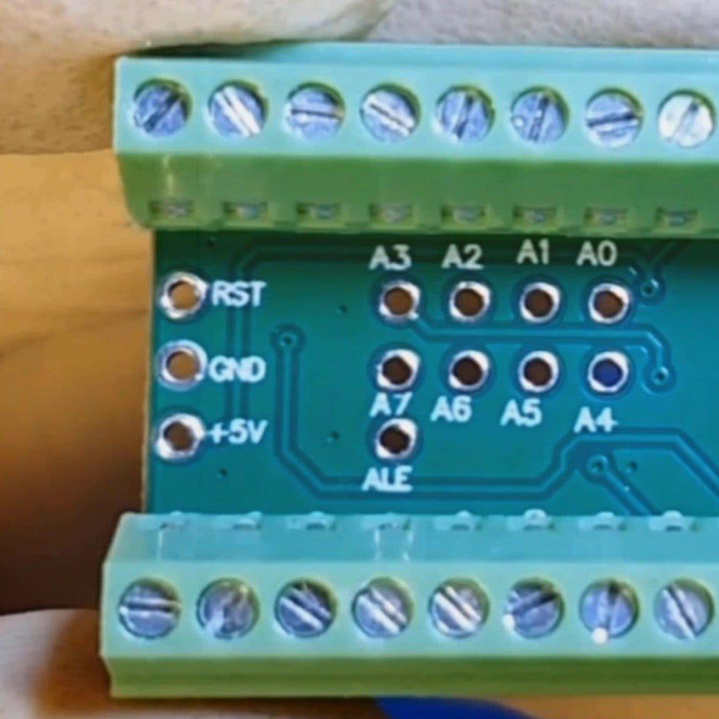 Необычная эргономичная клавиатура с аналоговым джойстиком
