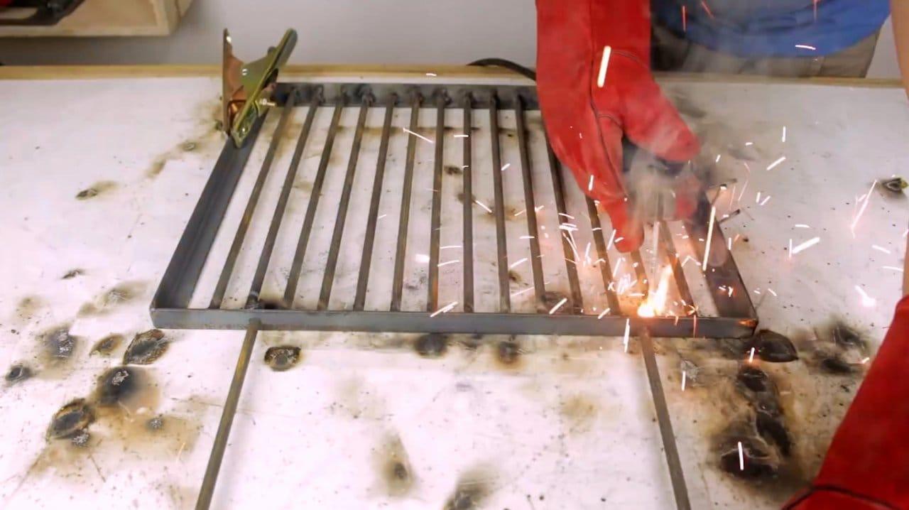 Делаем садовый угольный гриль из бочки