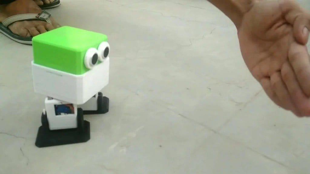 Простой робот на Ардуино