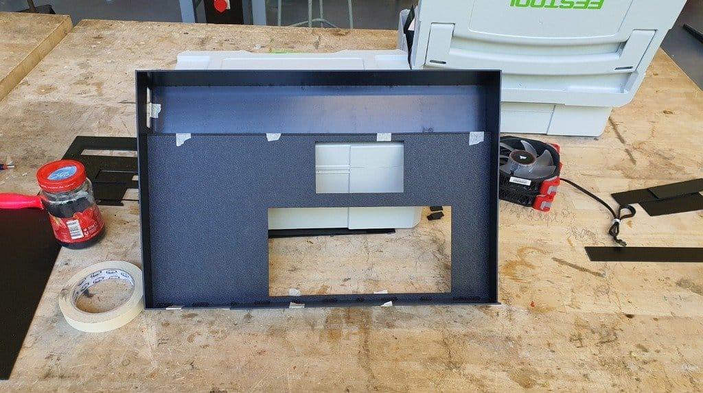 «Умная» охлаждающая подставка для ноутбука с рядом дополнительных функций