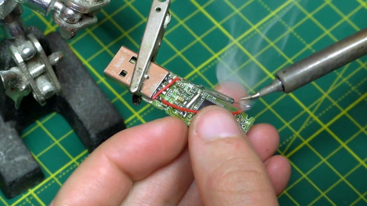 Оборудуем USB флешку секретным замком