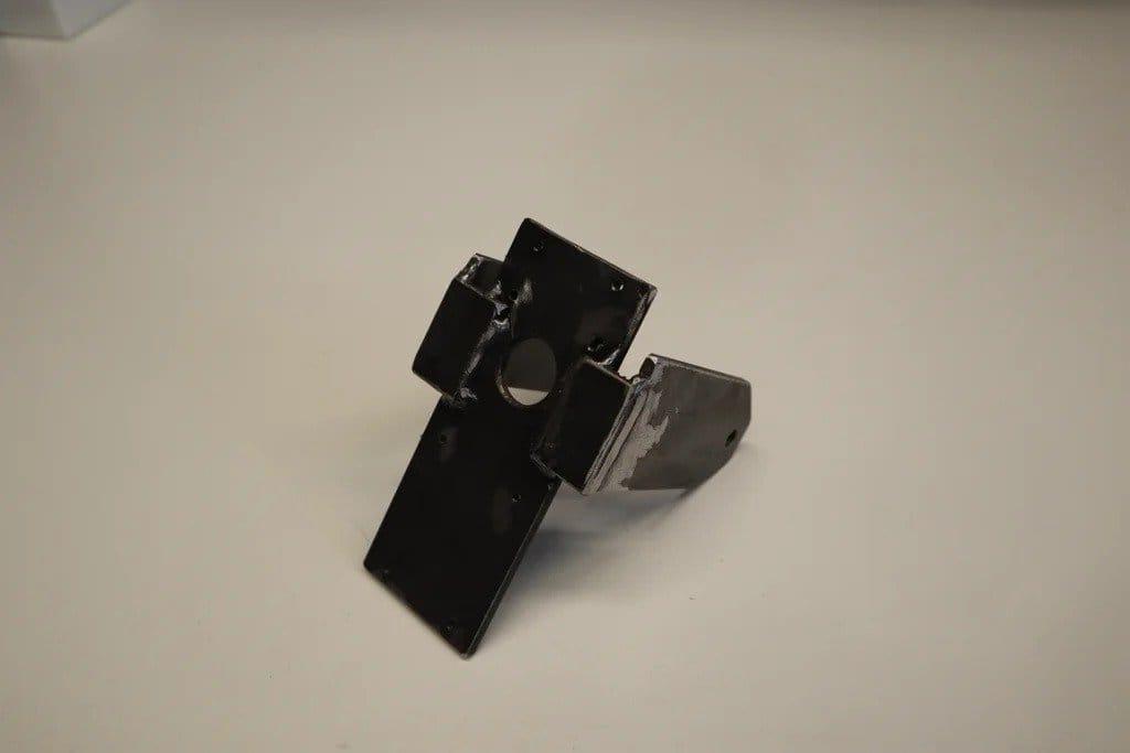 Вертикальная клубничная грядка в металлической трубе (с приводом от солнечной панели)