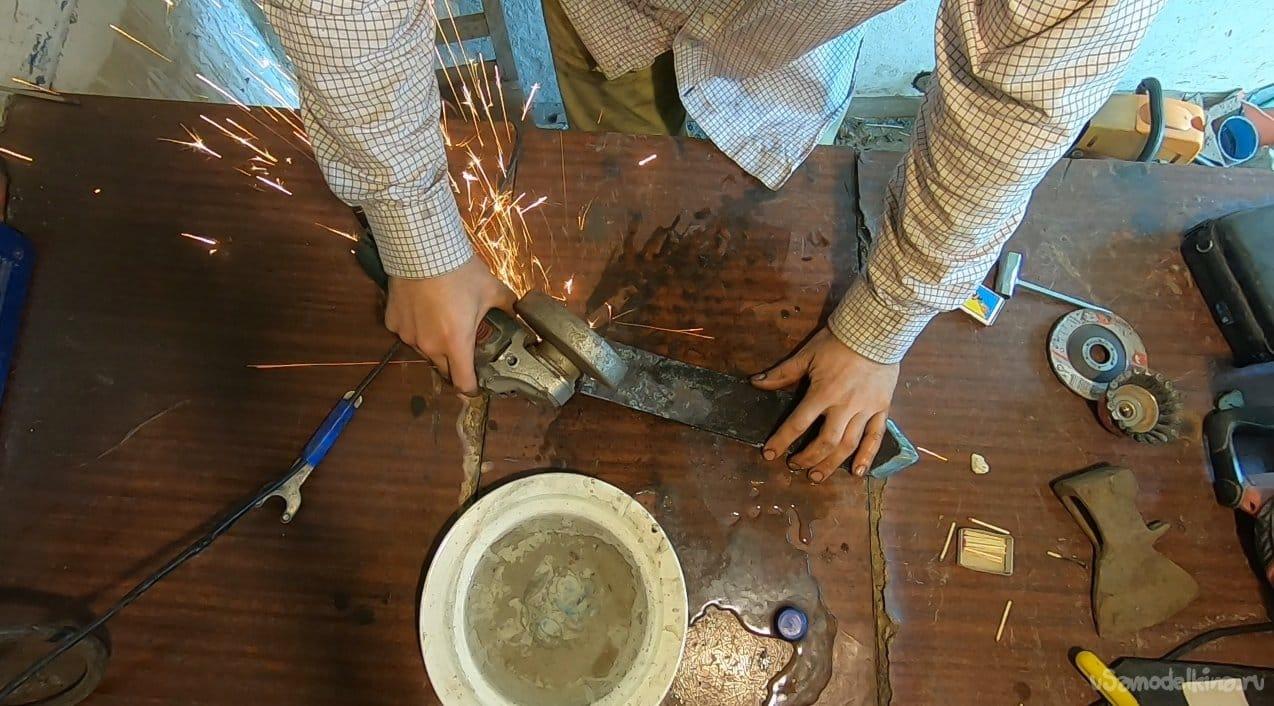 Как быстро прорыть траншею киркой из рессоры!