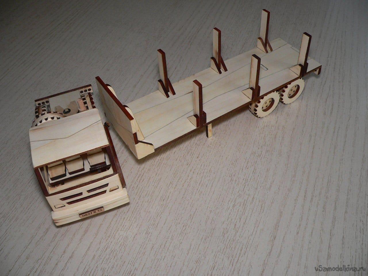 Игрушка автомобиль-лесовоз из дерева