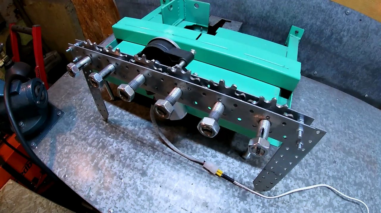 «Ленивый шашлычник» - автоматическое устройство для вращения шампуров