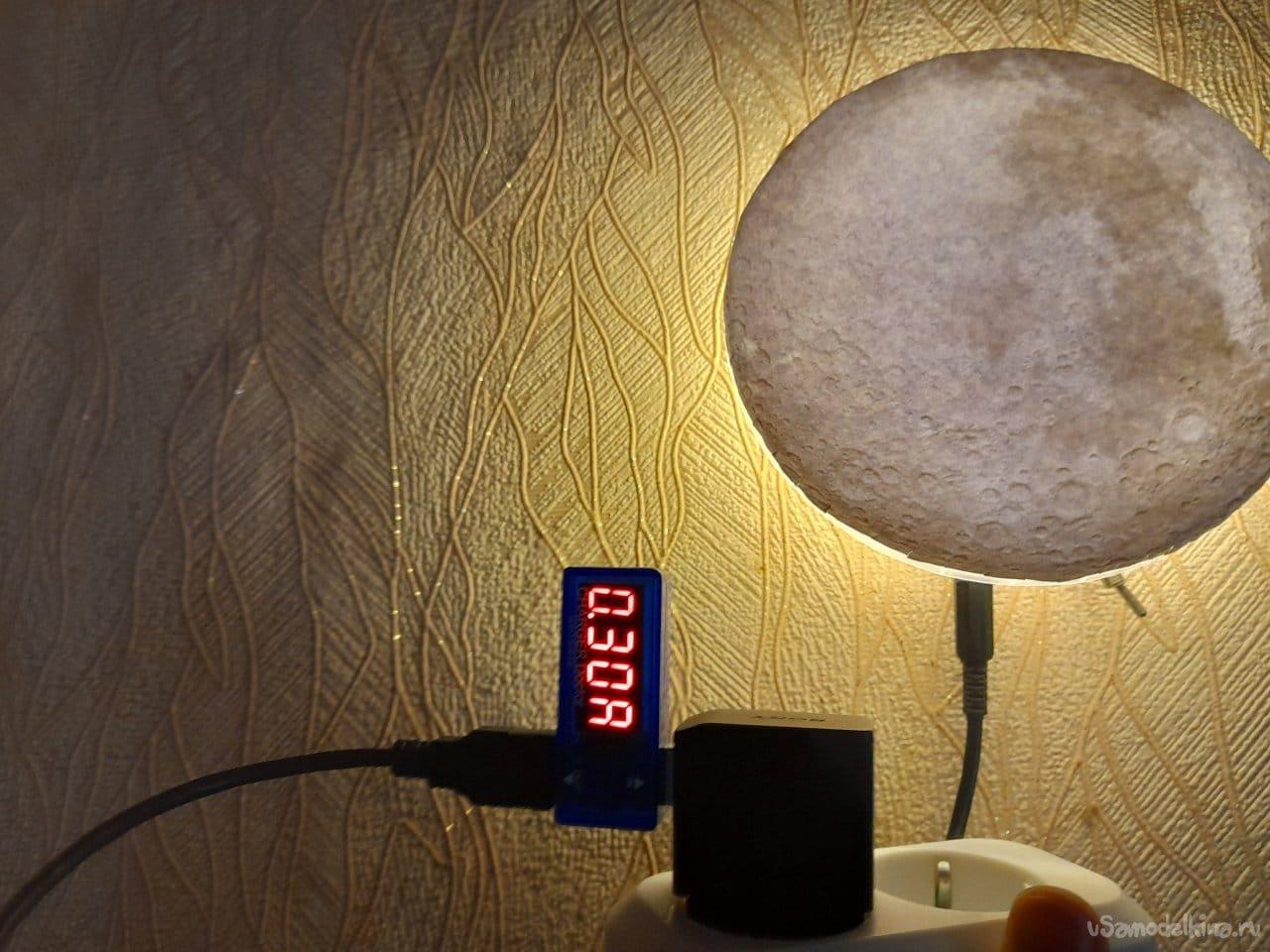 Простой ночной светильник «Луна»