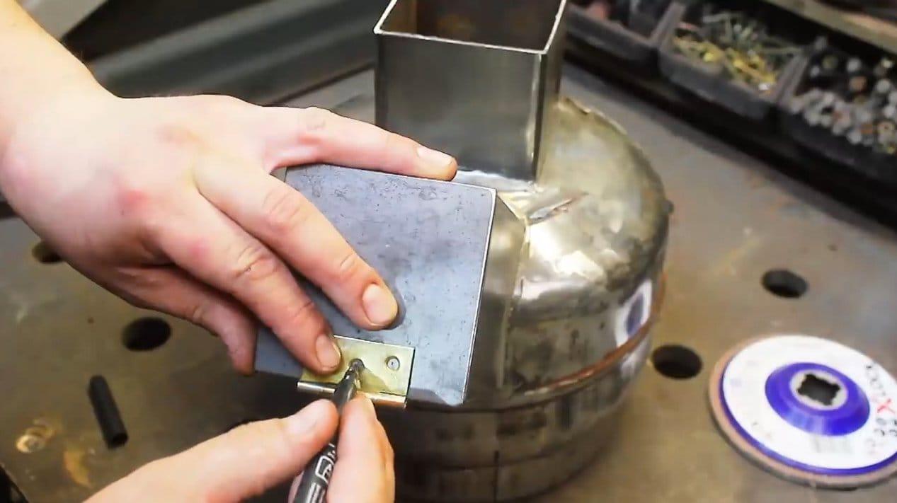 Небольшая удобная печь из газового баллона