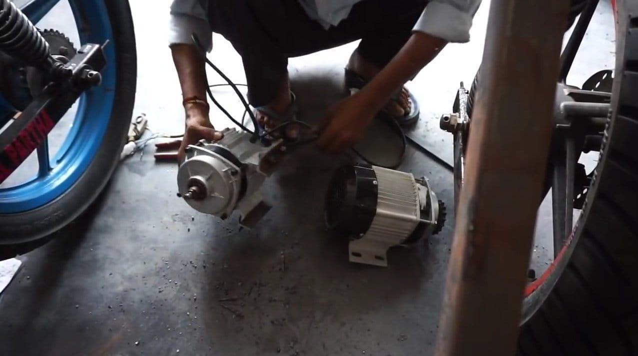 Электрический трайк с двумя моторами