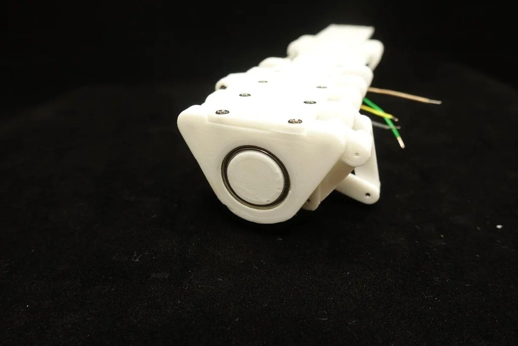 Strider - бегающий робот оснащенный камерой