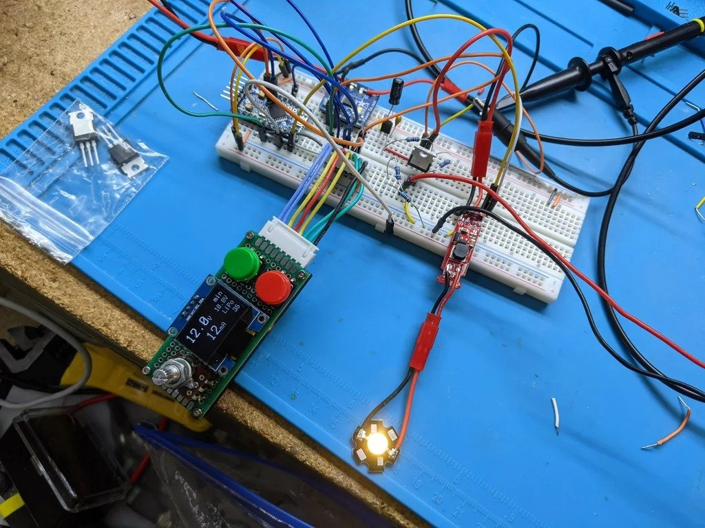 Портативный светильник с питанием от батарей 6-30 В