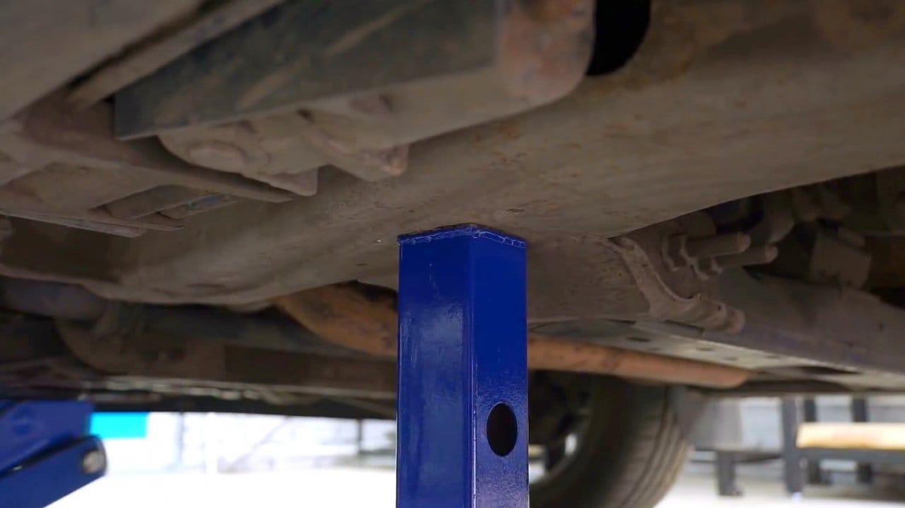 Как сделать регулируемую страховочную опору для авто (подставка)