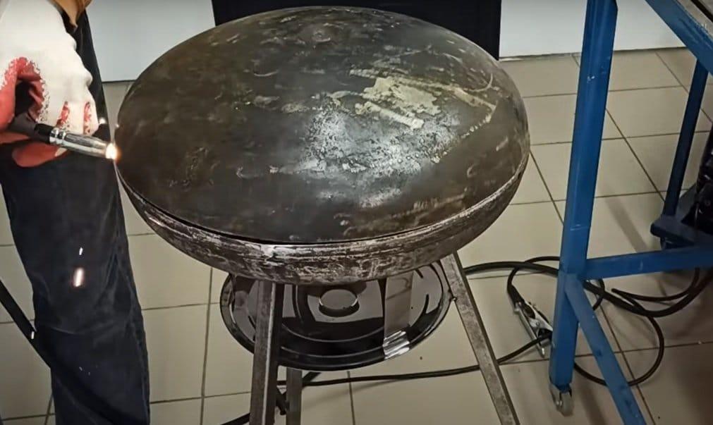 Жаровня для барбекю из старого бойлера
