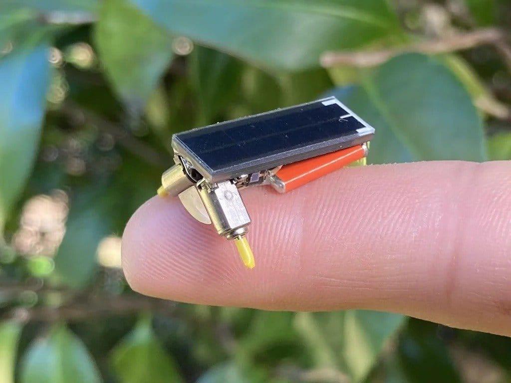 Минибот с питанием от солнечной батареи
