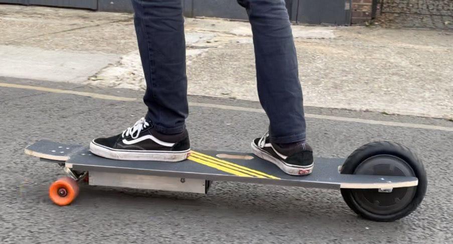 Трехколесный электрический скейтборд с мотором-колесом