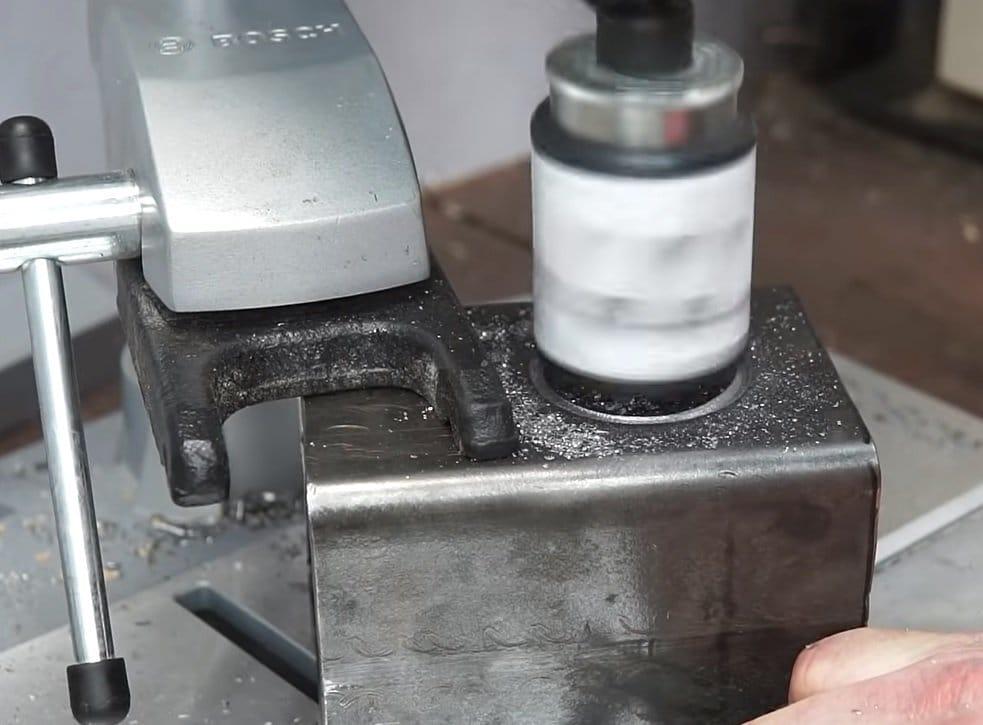 Потайная розетка для верстака