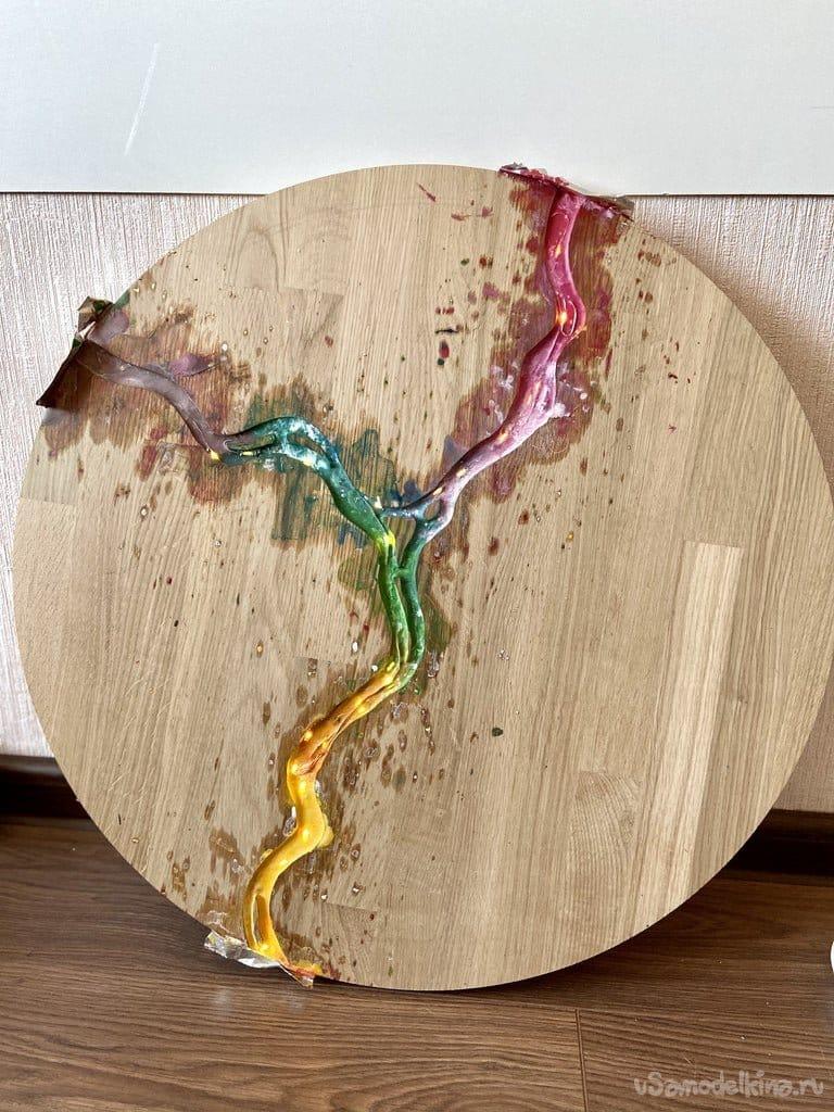 Делаю журнальный столик с радужной рекой из расплавленных мелков