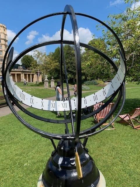 Экваториальные солнечные часы