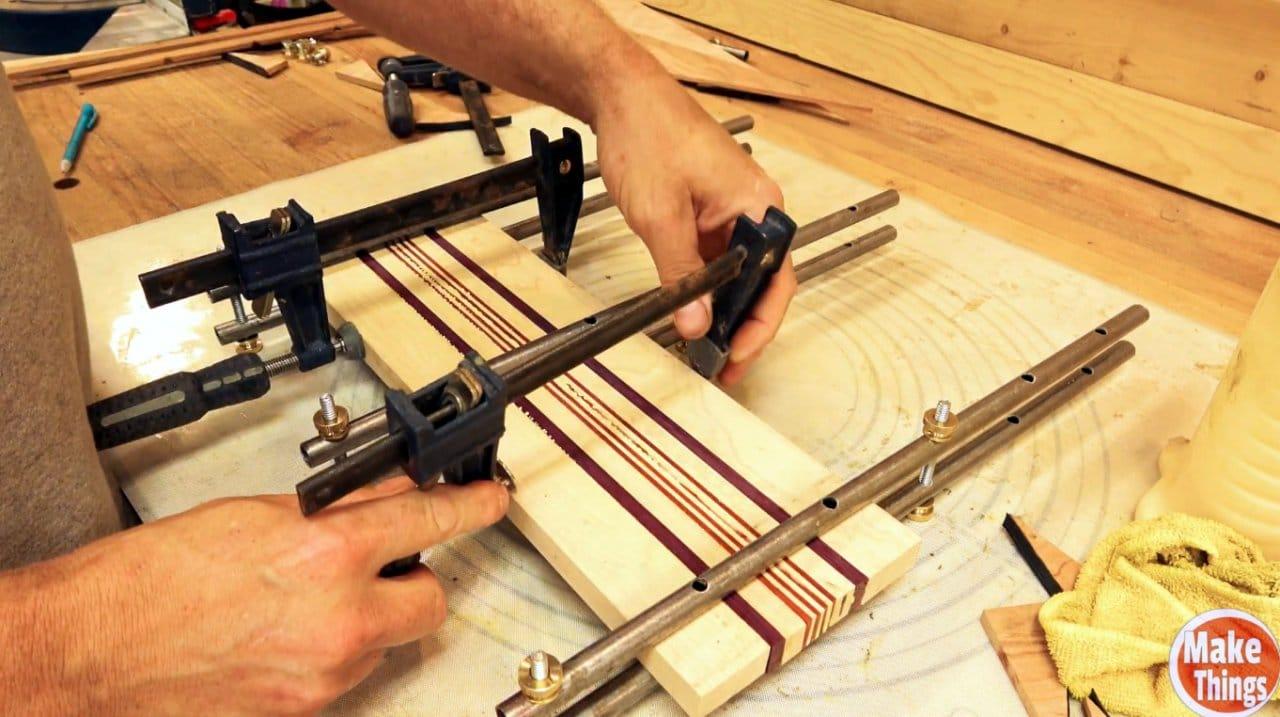 Прижимы для слейки небольших деревянных панелей своими руками