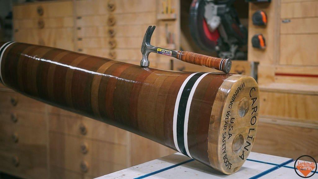 Огромный молоток из дерева