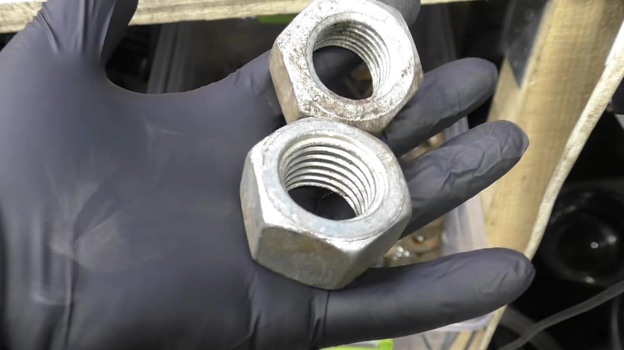 Уникальное мусорное ведро из баллона и автомобильных деталей