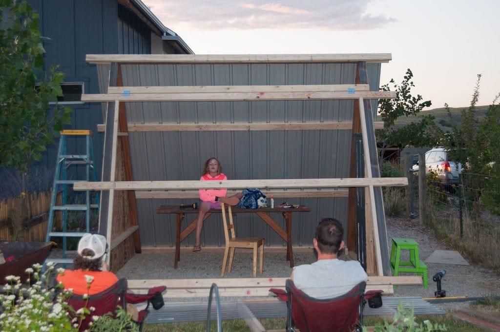 Летний дом-шалаш для отдыха и детских развлечений