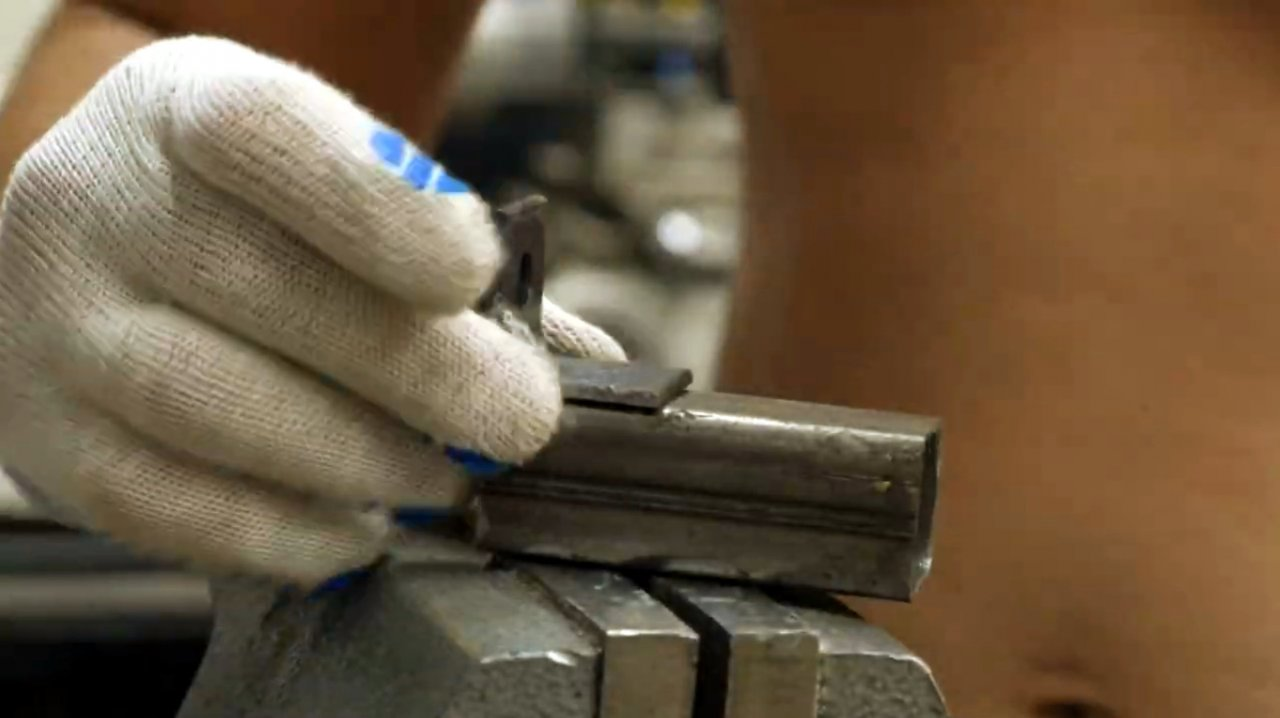 Как сделать длинные струбцины из профильной трубы (для склейки деревянных панелей)