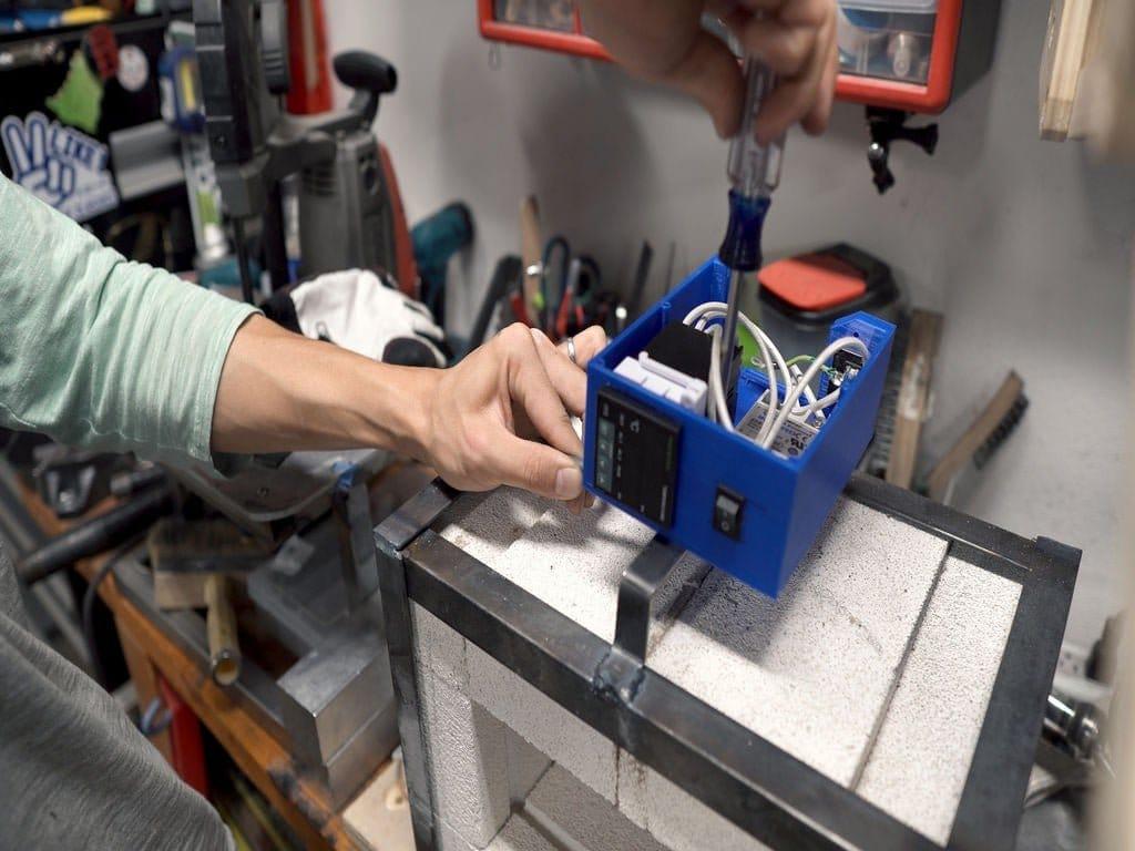 Тигельная электропечь для плавки металлов