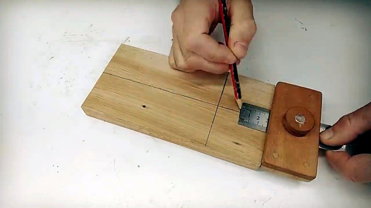 Многофункциональный кондуктор для отверстий под шканты своими руками