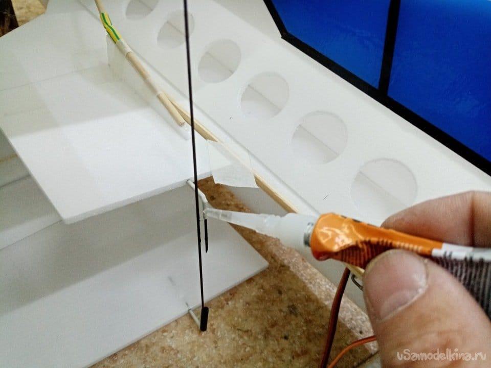 Биплан небольшая маневренная модель