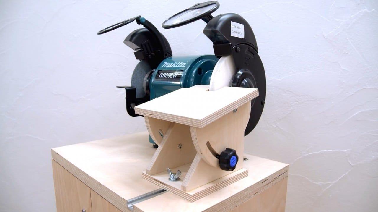 Регулируемый столик для удобной заточки инструментов на точильном станке