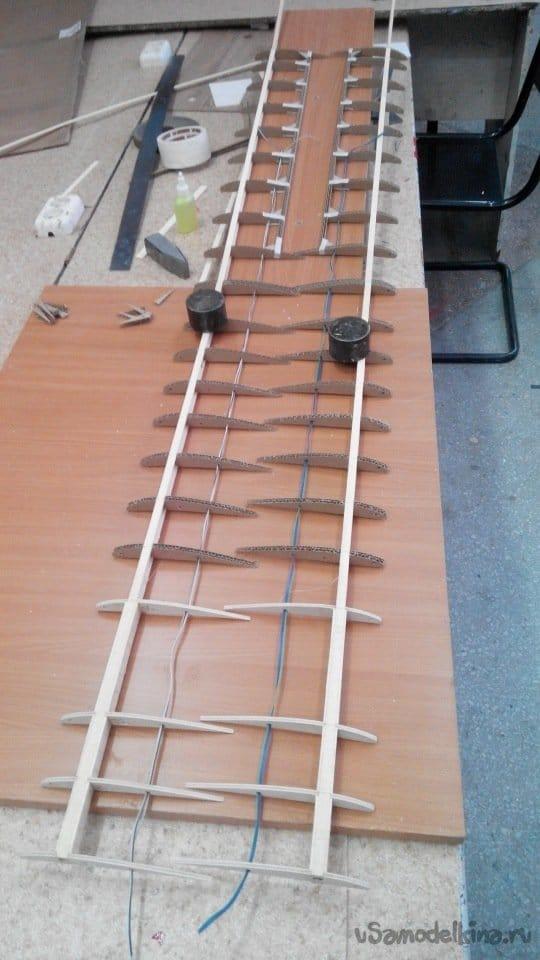 Большой проект из пенопласта палок и фанеры