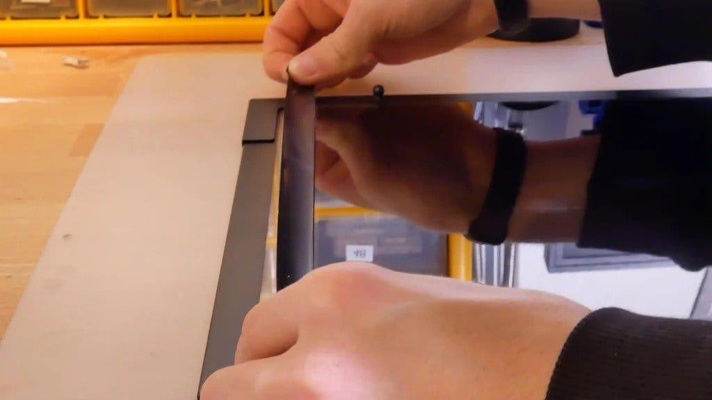 Установка прозрачной боковой панели с различными видеоэффектами на корпус системного блока