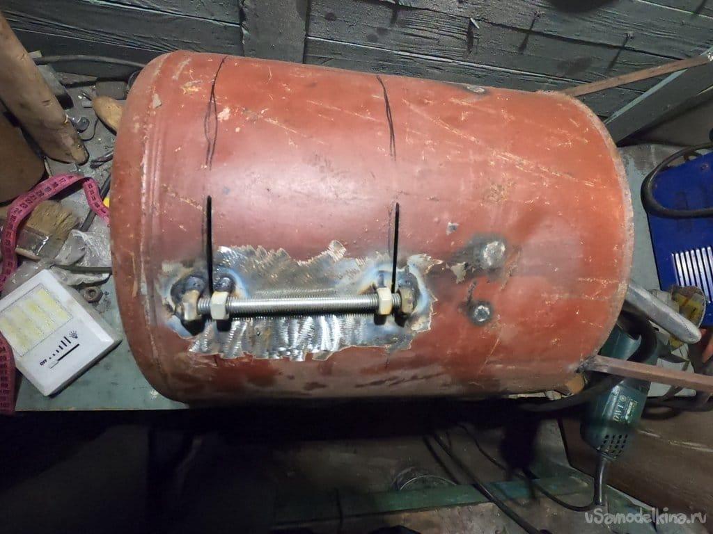 Небольшая печь под чугун/котелок из канистры (можно использовать как гриль)