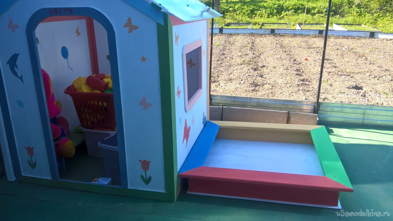 A small children's sandbox with your own hands