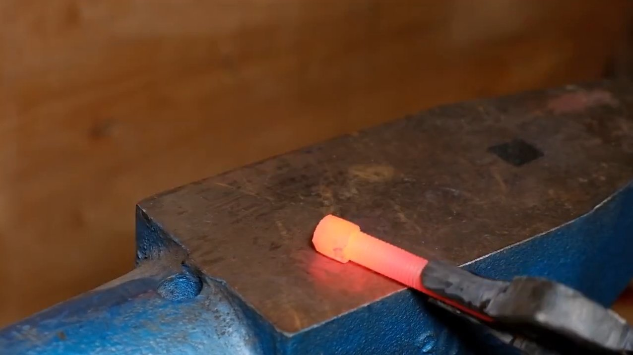 Making a folding knife from the bolt