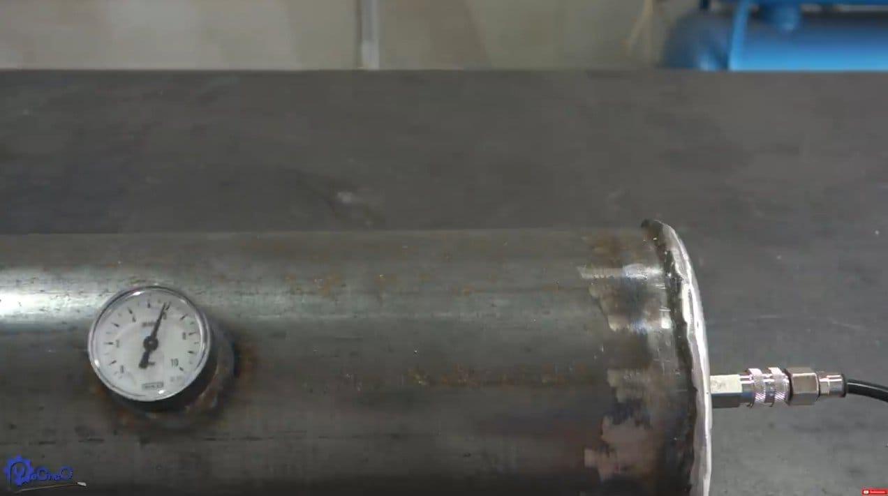 Гриль с регулируемой решеткой и баллоном сжатого воздуха для раздува