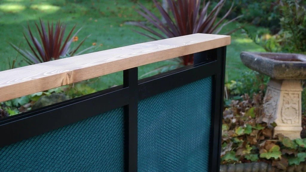 Screen for the radiator