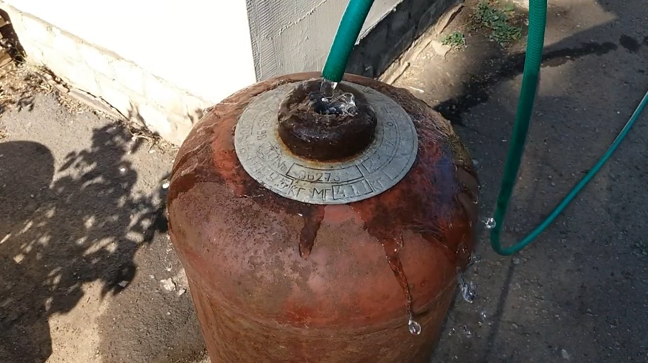 Efficient heating stove from a gas cylinder