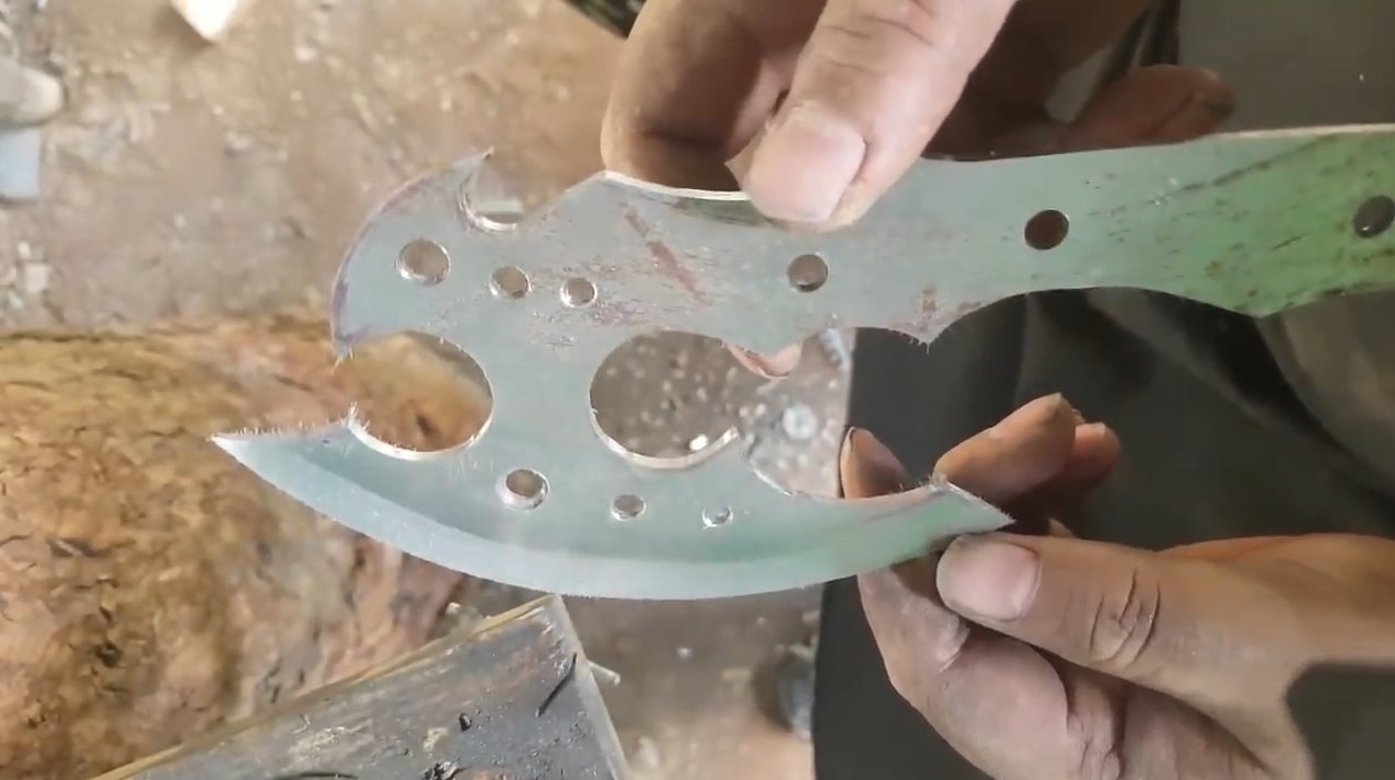 How to make a strong red-hot hatchet for tourism