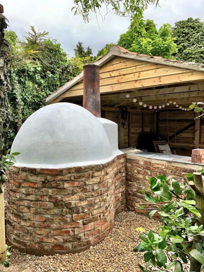 Деревянный навес + купольная печь = отличное место отдыха