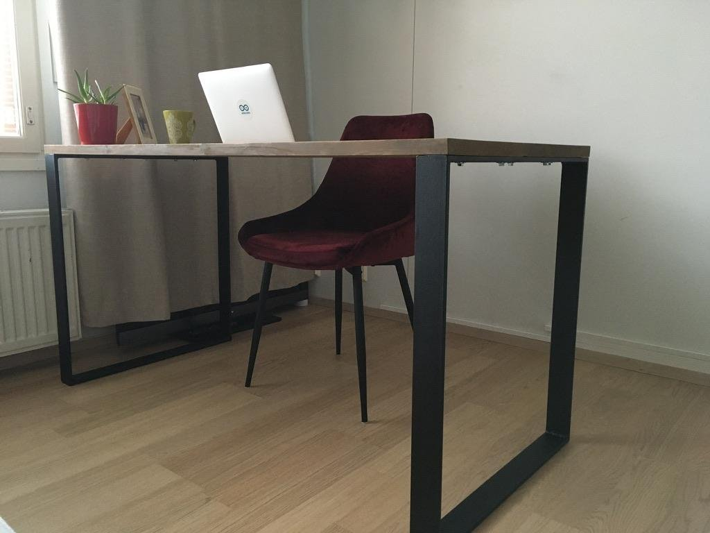 Cute do-it-yourself office desk for remote work
