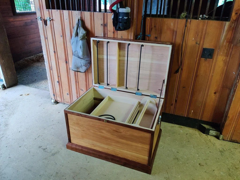 Simple chest made of plywood