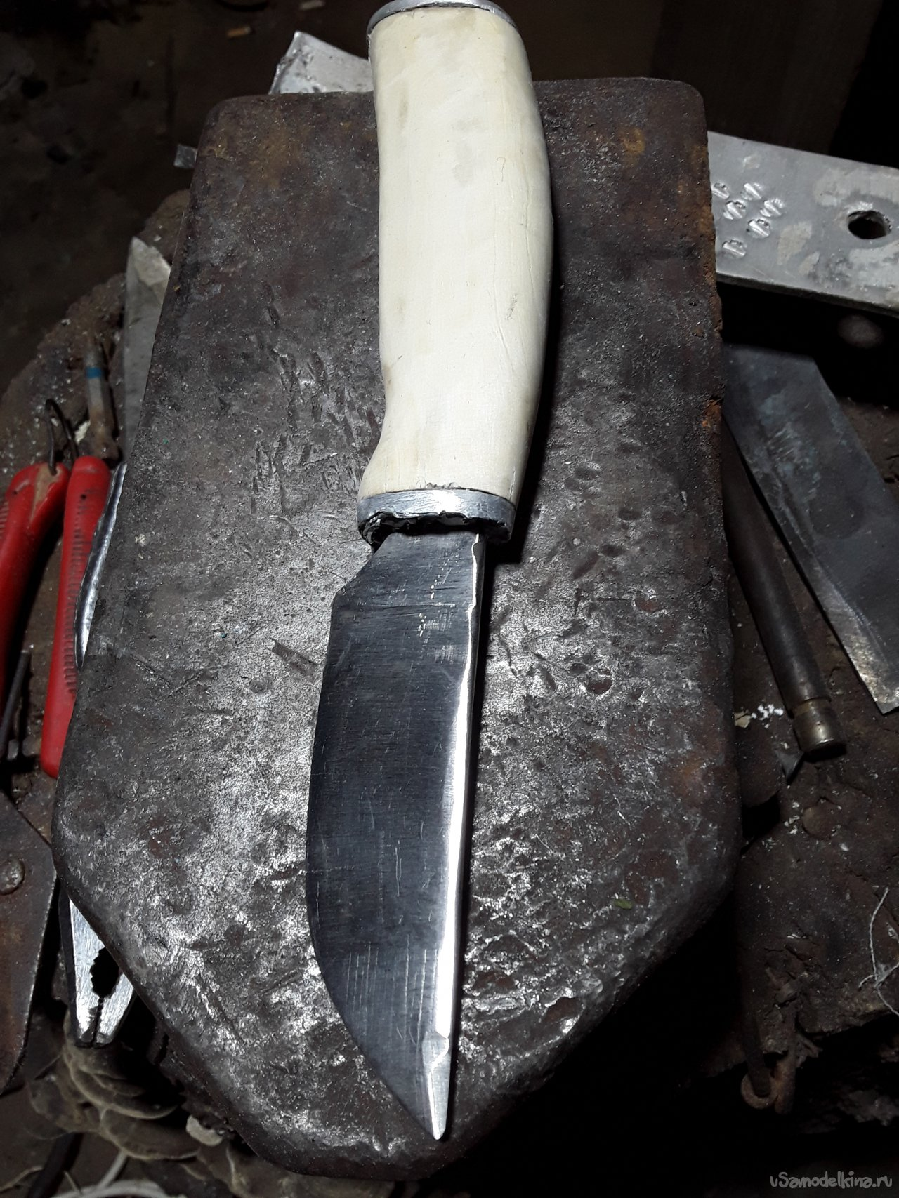 Knife from the exhaust valve of the locomotive